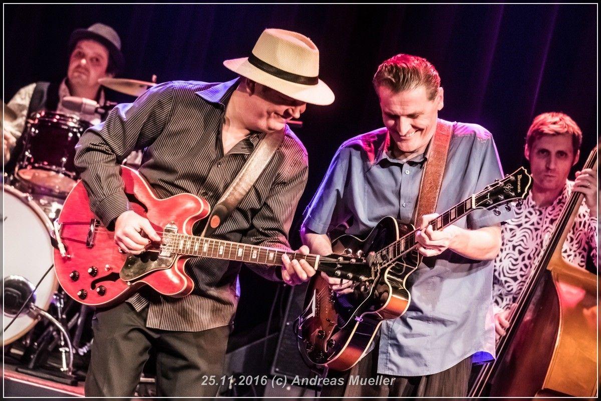 Standl Hula mit der Mojo Blues Band